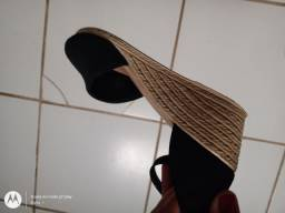 Tênis da sapatinho de luxo e sandália anabela com pouco tempo de uso e bem conservados.