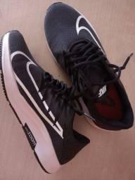 Título do anúncio: Tênis Nike unissex Tam 38 nunca usado