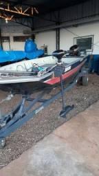Barco com motor mecury
