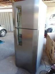 Título do anúncio: Refrigerador Eletrolux Frost Free
