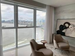Apartamento no Edifício Infinity Coast  Finamente Decorado com vista Panorâmica do Mar