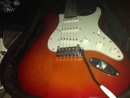 Título do anúncio: Guitarra Fender Squier Standard Cherry (usado 2 anos)