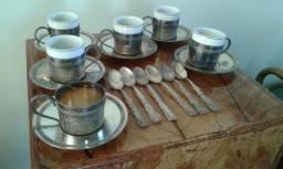 Xícaras de porcelana com prata 90