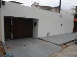 Parangaba Casa Plana 220m² com 4 Quartos, sendo 2 suítes, 2 Wc. (Cód.1129)