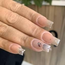 Contrata-se manicure com urgência