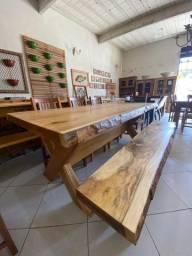 Mesa de madeira Garapa com 1 banco
