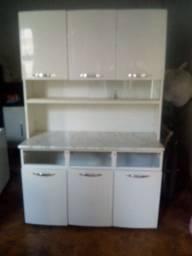 Apenas armário de cozinha