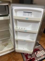 Título do anúncio: Vendo geladeira