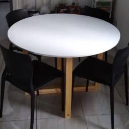 Mesa com estilo para sua casa ou empresa.