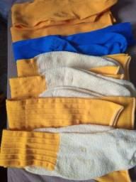 Meião amarelo e azul