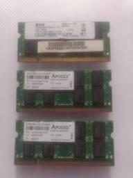 3 memórias DDR2 de 2 gigas cada