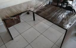 Mesa madeirada em L, com duas gavetas, frete grátis