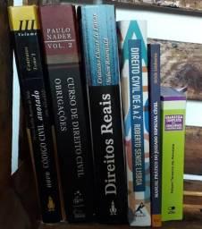 Livros de Direito Civil e gramática