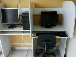 Baia com dois lugares para computador