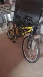 Vendo uma bicicleta 600 reais aceito cartão