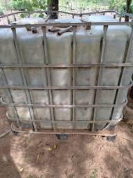 Caixa de água com grade