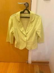 Jaqueta em guipure colorida amarela