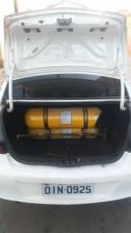 Vendo prisma 2012 a gas completo lt 1.6
