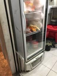 Freezer vertical ótimo , gelando muito bem .