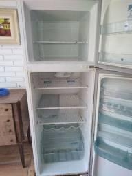 Título do anúncio: Geladeira e freezer 110v