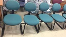 Cadeiras fixas para recepção ou escritório