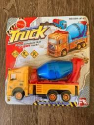 Título do anúncio: carro bitoneira Truck