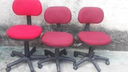 Vendo cadeiras de escritório giratórias com sem braços 100 reais cada uma