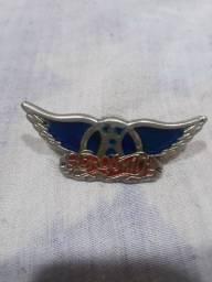Título do anúncio: Aerosmith pin / broche