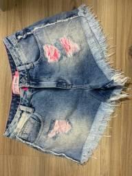 shorts jeans com detalhes rosa neon, tamanho 36