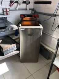 Fritadeira elétrica Croydon 220 v
