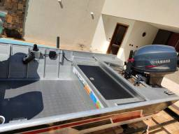 Título do anúncio: Barco motor 40 Yamaha partida elétrica sonar garmim
