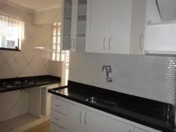 Aluga-se excelente apartamento de 3 quartos, (2º andar), sqs 410 asa sul, no valor de r$3.