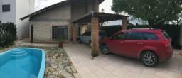 Charmosa casa com piscina e 3 dormitórios