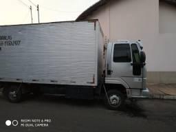 Vendo caminhão baú - 2011