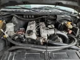 Vendo uma S10 motor MWM - 2000
