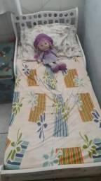 Vendo uma mini cama com colchão