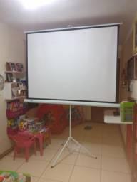 Tela Projeção 1,80 x 1,35 Tripé + Projetor UC46 HDMI Wi-FI