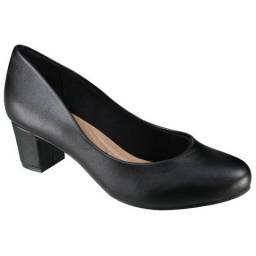 Sapato salto grosso, camurça, na cor preta $50