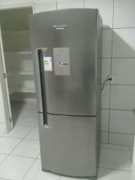 Vendo geladeira super nova