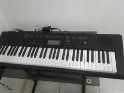 Um teclado casio 61 teclas