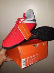 Chuteira Society Nike Hypervenom Phantom 3 Club TF Masculina - Vermelho e Cinza Tamanho 41