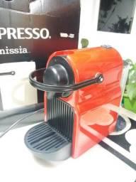 Cafeteira Expresso Nespresso Inissia 19 bar vermelha