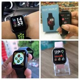 Relógio inteligente de vários modelos