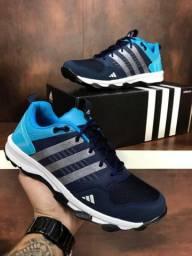 Tênis Adidas canadia