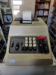Máquina de calcular antiga Olivetti