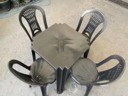 Título do anúncio: Chegou conjunto de mesa e cadeira plástica no atacado pra restaurante