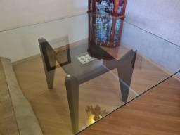 Mesa quadrada de vidro e madeira para 8 lugares