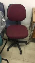 Cadeira rodízios vermelha