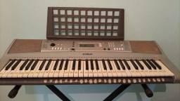 Título do anúncio: Vendo teclado yamanha profissional