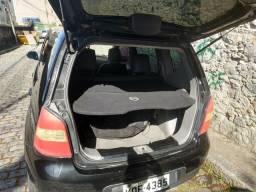 Nissan Livina 2009/2010 preto, 1.6 completo, ar gelando, travas, couro, gás - 2010